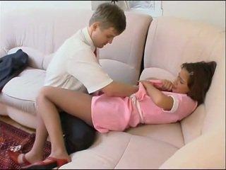 Naida kanssa nuori housemaid