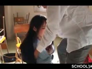Aasia professor puts tema raske riist sisse kool tüdruk suu