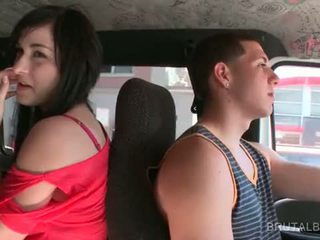 ブルネット アマチュア ティーン taking ザ· セックス バス のために a ホット shag