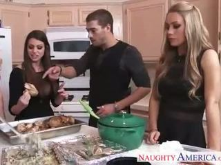 ร้อน cuties brooklyn chase, nicole aniston และ หน้าร้อน brielle gets nailed