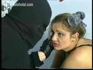 Sad и плач роб с голям цици е spanked на тя дупе и