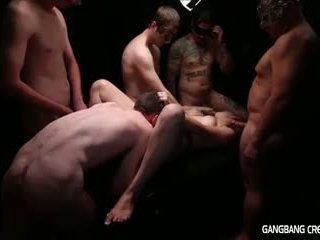 Gangbang ejaculação interna lésbica gets alguns pila e gets creamed