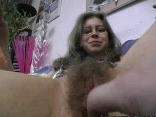 Harig amateur gets trimmed en geschoren