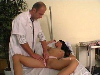 Docteur baise son jeune patient