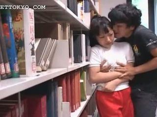 Édes ázsiai lány getting forró mellbimbók sucked -ban