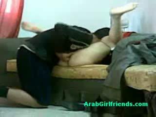 Muslim nainen spread hänen jaloissa ja gets pillua licked