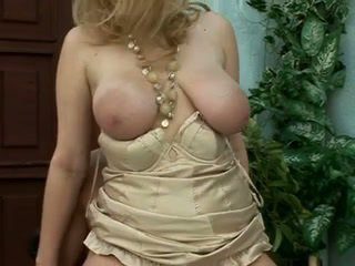 금발, 큰 가슴, 섹스하고 싶은 중년 여성