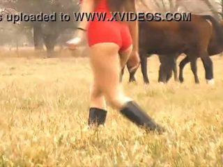 The חם גברת סוס whisperer - מדהימה גוף לטינית! 10 תחת!