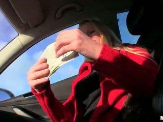 Krūtainas karstās palaistuve lucie creampied par nauda