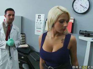 Lylith lavey getting ファック バイ 彼女の 医師 ビデオ