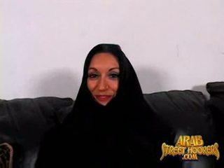 Arabic milf persia monir est timide à smash à faire une porno