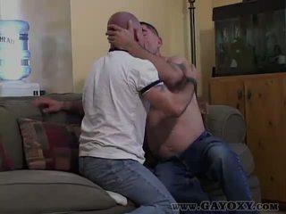 Bar bak homofil giving kåt blowjob