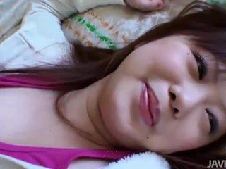 I parruar aziatike vogëlushe creampied