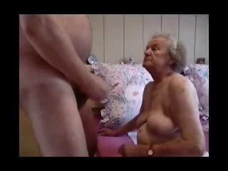 Avó having diversão vídeo