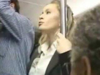 หญิง molested ใน the รถบัส