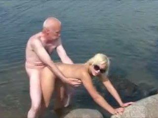 老 男人 年輕 女孩 2