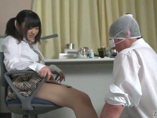 Subtitled jaapani koolitüdruk facesitting salvation