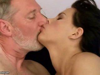 امرأة سمراء, الجنس المتشددين, الجنس عن طريق الفم