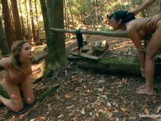 Tied su chanel preston has suo marrone tunnel bumped in un foresta