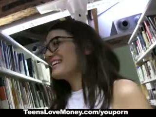 Teenslovemoney - könyvtár nerd fucks mert készpénz