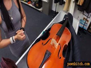 Amatieri skaistule sells viņai cello un pounded uz the slepenā istaba