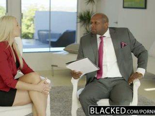 Blacked עסקים בלונדינית anikka albrite תחת מזוין על ידי a bbc