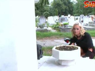 हॉट widow gets nailed