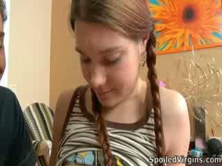 Nina liked ¿cómo la semental playeed con su pezones.
