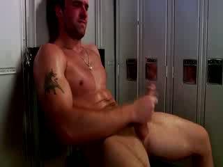 Handsome muscular jock masturbovanie