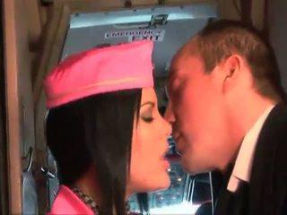Bigcock pilote baise son meilleur hôtesse aboard