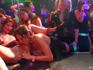 Biszexuális pornósztár csajok baszás -ban nyilvános: ingyenes porn d5