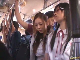 Shameless sai đường trung quốc females having funtime xung quanh bananas trong công khai xe buýt