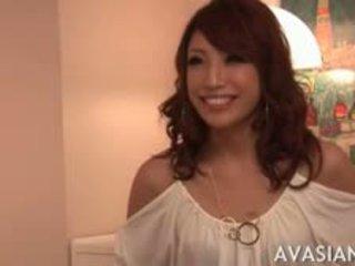 Sexy aziatisch overspel vrouw in lingerie gets haar wraak