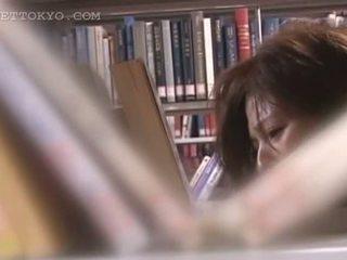 Tempting asiatico cutie vagina teased upskirt in il biblioteca