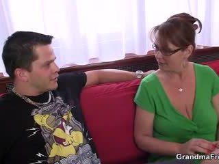 Mabuk seks tiga orang pesta dengan tua perempuan