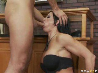 Rondborstig brunette taking vet lul deeply neer haar throat
