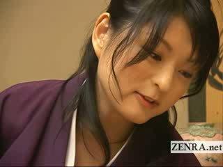 A comely japānieši beauty gives a caring apģērbta sievete kails vīrietis handjob