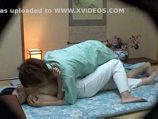 Hotel masseuse used de hotel guest