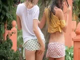 Cutie meisjes in de regen