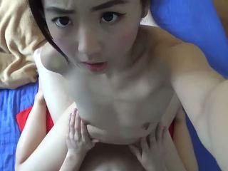 Asiática pequeñita adolescente hardcore follada