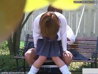 Two japońskie nastolatka couples na zewnątrz seks