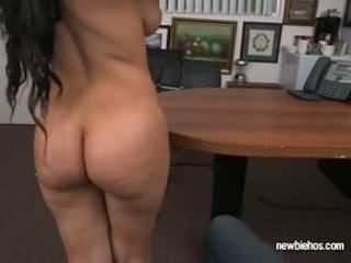 Ræv ada sucks kuk av henne boyfriend i deres hus
