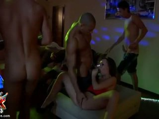 श्यामला, समूह बकवास, समूह सेक्स