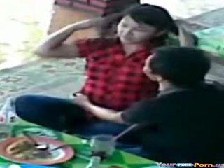 Adolescentes apanhada em espião câmara