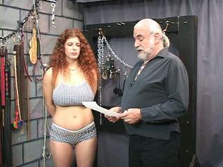 Redheaded عبد gets bounded, معصوب العينين, و tortured في ل جنس بدروم
