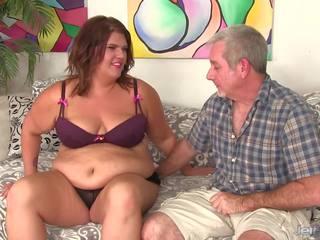 Lielas skaistas sievietes has viņai vēders un pakaļa licked pirms jāšanās: hd porno 8b