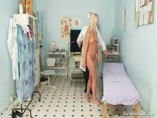 Krocze egzamin z an gracious gorące blondynka