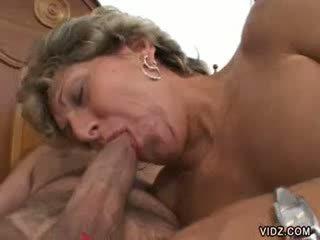 Vecmāmiņa prostitūte xena has šāds gaping holes