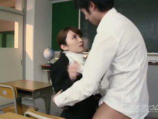Beauty prof baisée dur par students