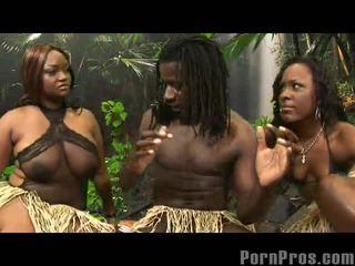 Women showing puwit latin